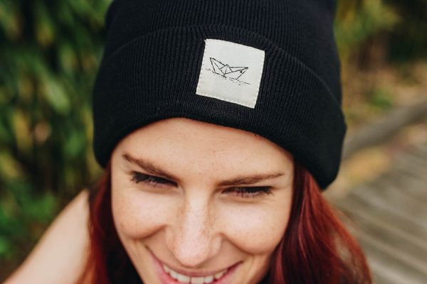 Black Paperboat Beanie aus Biobaumwolle / Made in EU